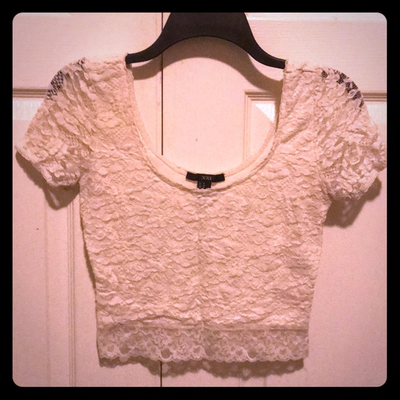 Forever 21 Tops - Forever 21 Lace Scoop Neck Crop